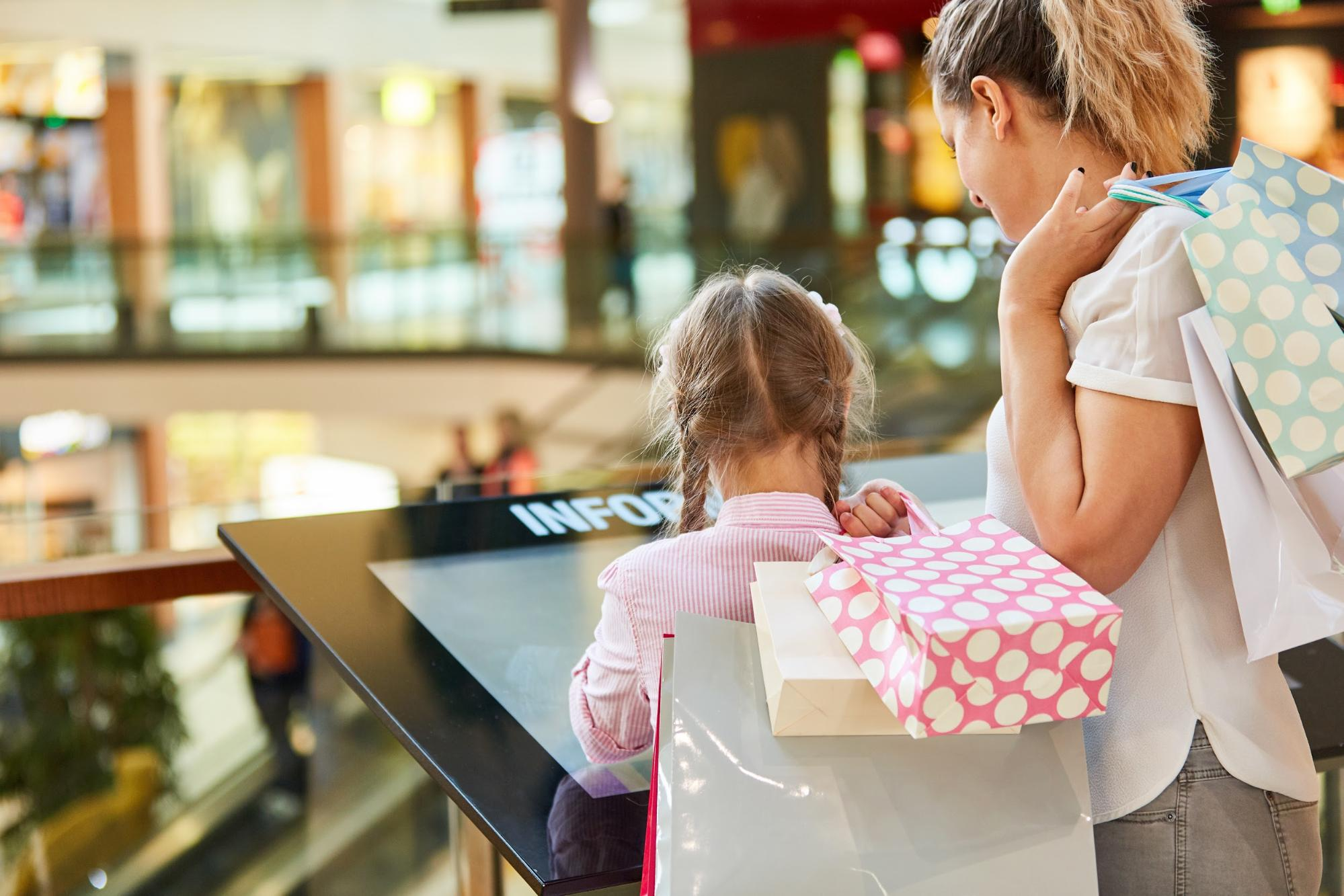 4 Reasons to Outsource Your Digital Signage Deployment